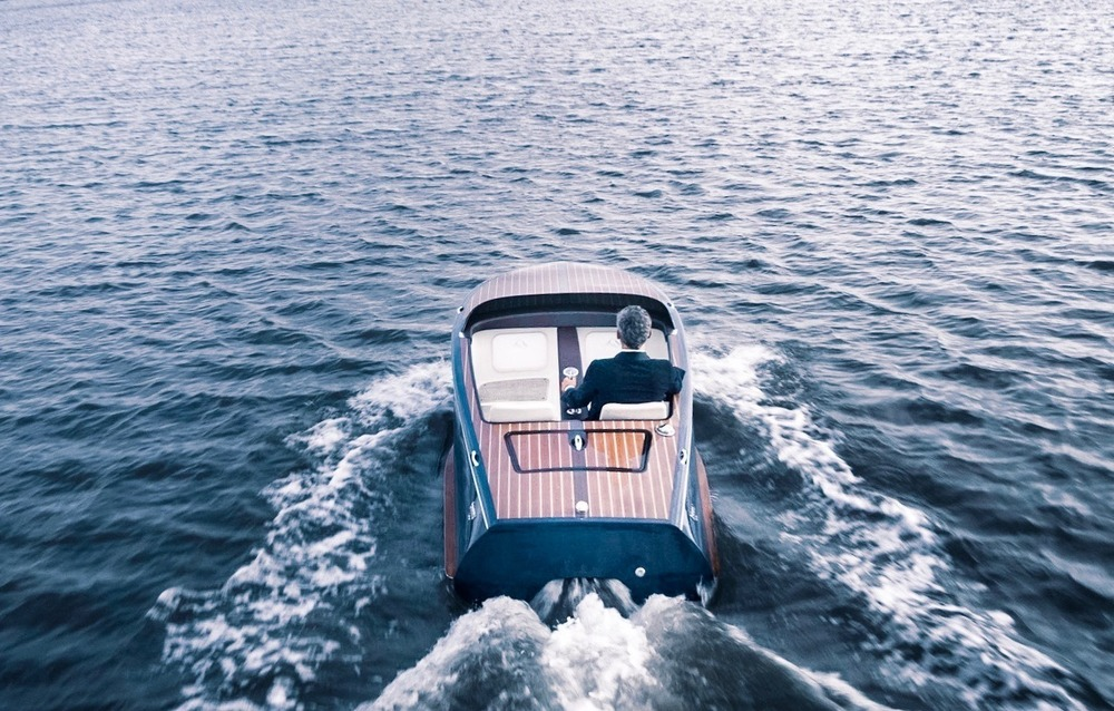 Canadian Beau Lake introduces the Tahoe '14 and Lugano '14 Electric Runabouts