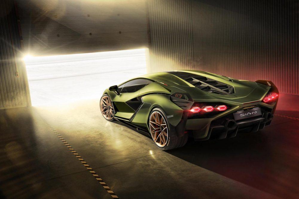 Lamborghini Sián FKP 37: the first supercapacitor-based hybrid V12
