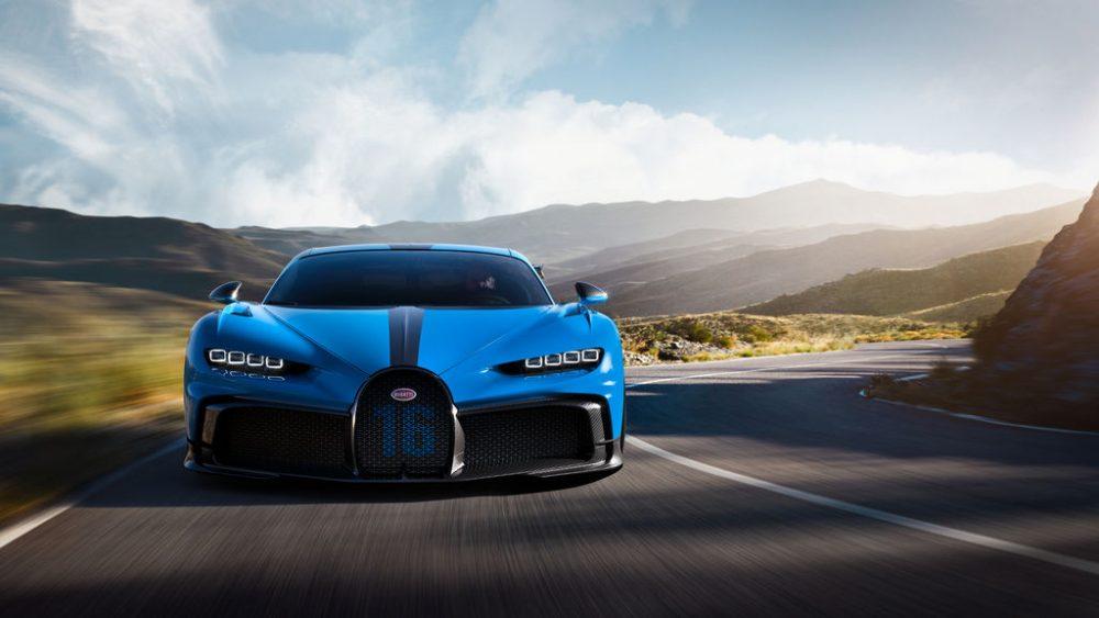 Bugatti Chiron Pur Sport, fast in corners, voracious on country roads