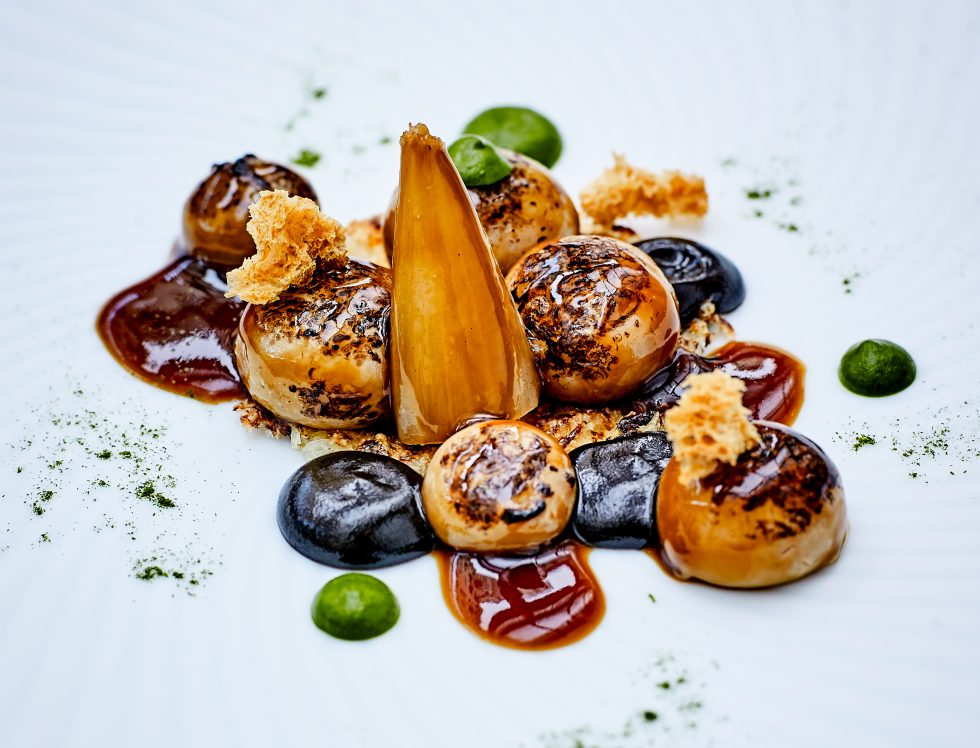 Le Cinq restaurant, unrivalled French cuisine at the Four Seasons Hotel George V, Paris
