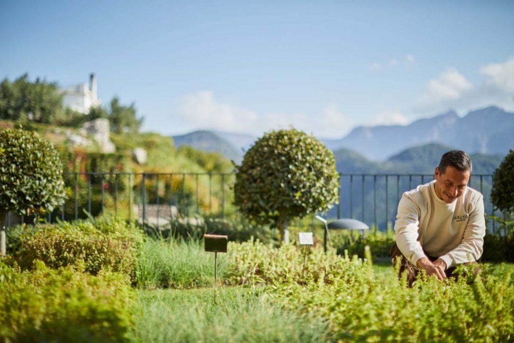 Explore Neapolitan Italy in Hotel Caruso: a former palace hidden on the Amalfi Coast